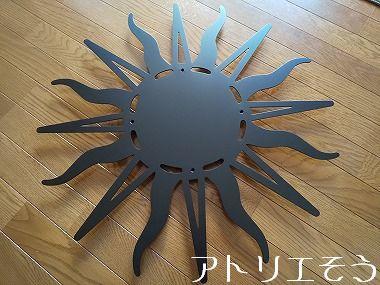 太陽の妻飾り 。錆に強いステンレス製妻飾り