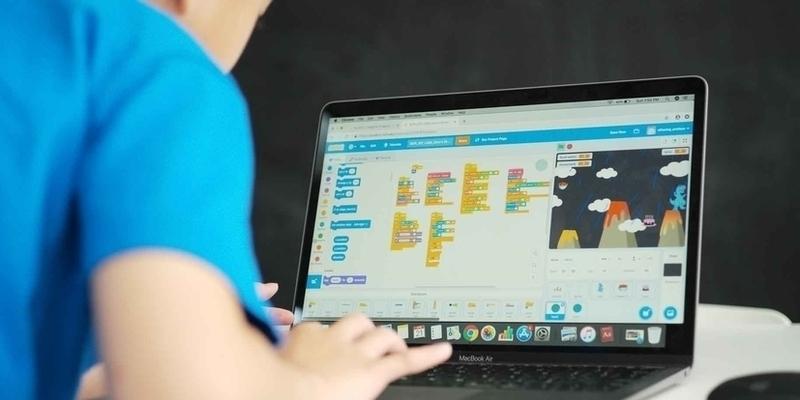 SCIENCE Numérique et informatique Création graphique, développement de jeux sur Scratch, initiation à l'intelligence artificielle et au machine learning, réalité augmentée ou virtuelle.