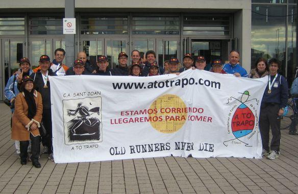 Foto de grupo al final de la maratón de Freiburg