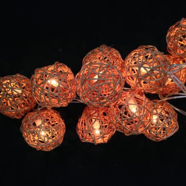 Guirlande lumineuse en bois tress
