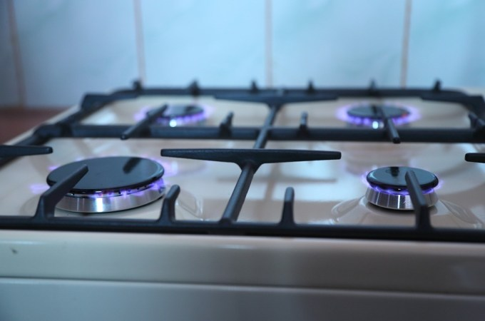 Magical tips to clean your gas stove efficiently
