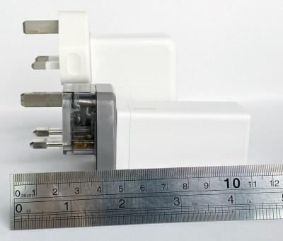 Baseus GaN 65w USB-C Charger compared with Macbook Pro 61W USB-C Adapter UK Plug