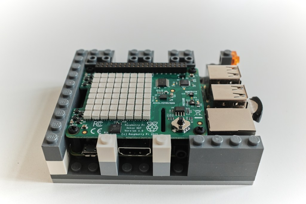 Lego case for the RPi - Assembling layer 4