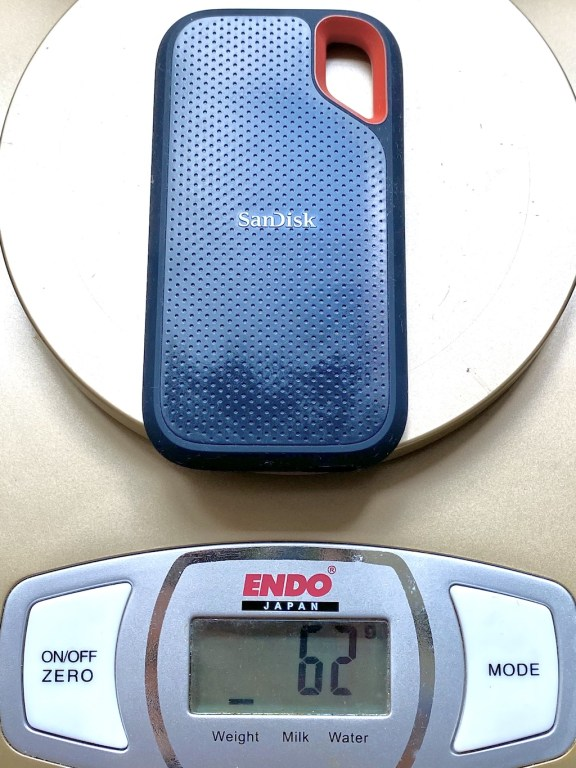 SanDisk Extreme SSD only weighs 62 grams!