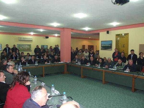 Έκτακτο Δημοτικό Συμβούλιο στο Καναλάκι με φωνές και αντεγκλήσεις