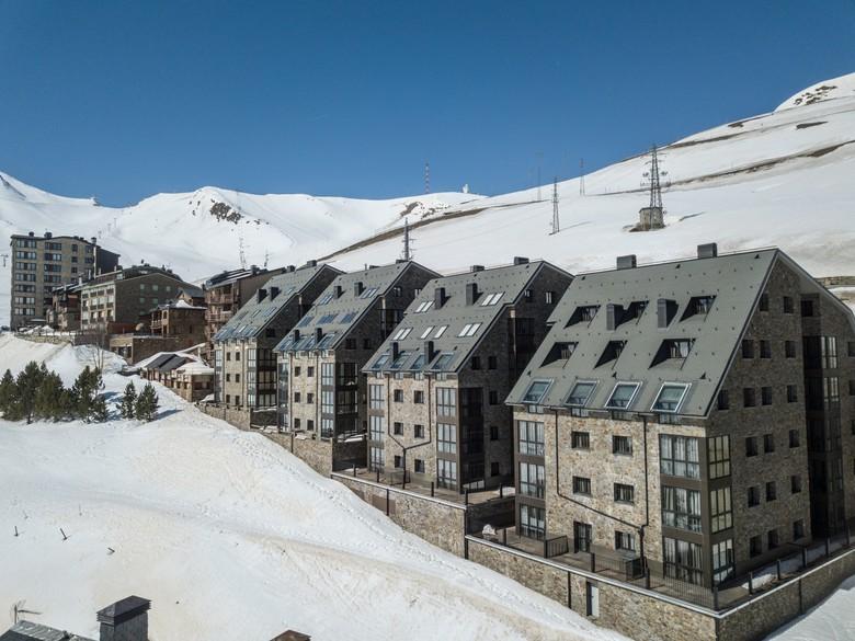 Apartamentos caribou have an ideal location in andorra's pas de la casa,100 metres from grand valira ski resort. Apartamento Pierre & Vacances Pas De La Casa Princesa, Pas ...