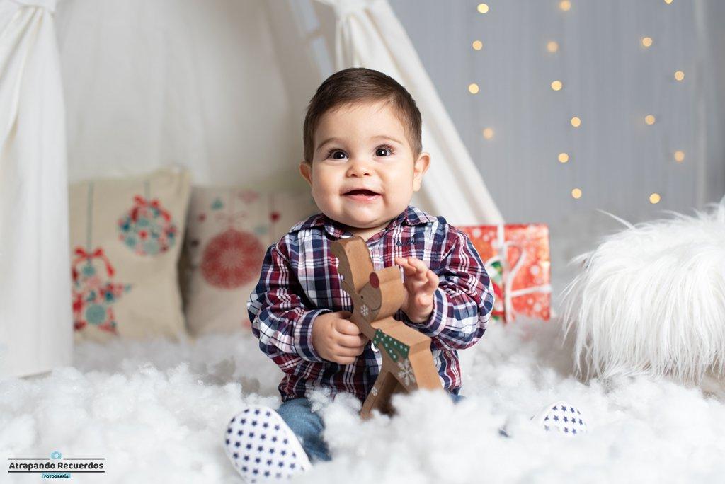 Reportaje de Bebe con decorado de navidad