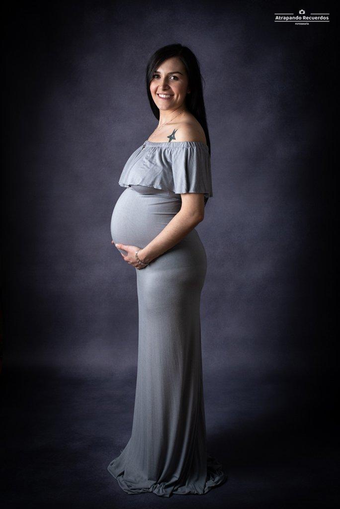fotos embarazo estudio bilbao vestido gris
