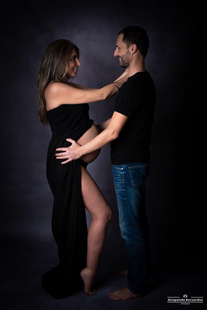 Fotos premama Bilbao vestido negro pareja