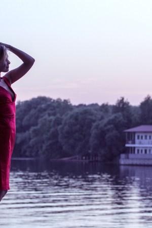 girl-in-red-dress-1388569_1280
