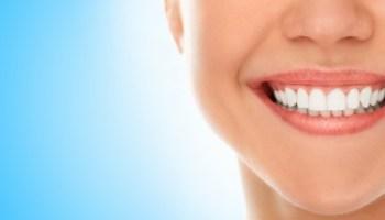cura del sorriso e dei denti con spazzolino da denti raccomandato dai dentisti