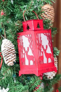 Christmas Door Decorations to Remind You of a Cozy Cabin ...