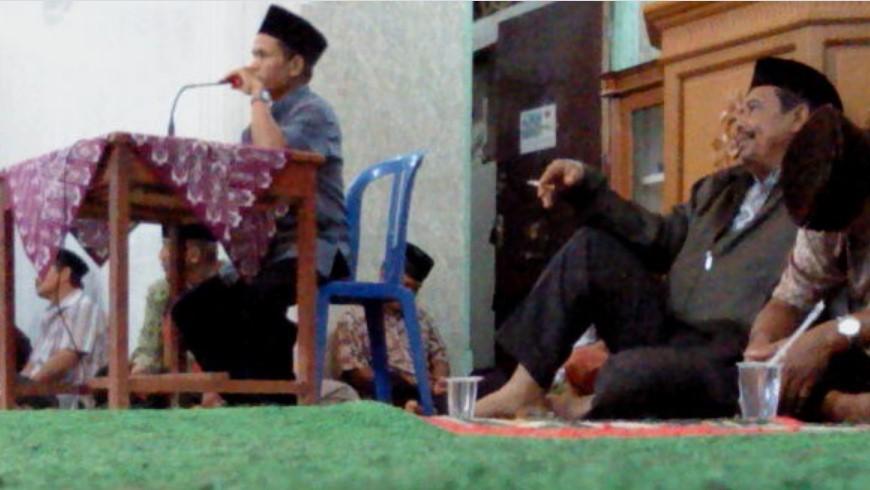 Hukum Kajian Sambil Merokok di Masjid