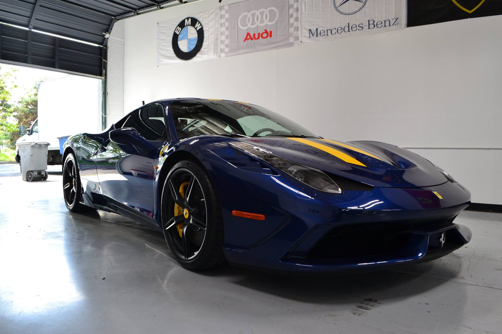 Ferrari 458 Speciale Attention 2 Detail Nw