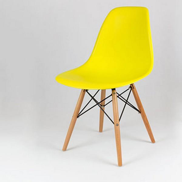 chaise scandinave avec pieds en bois jaune