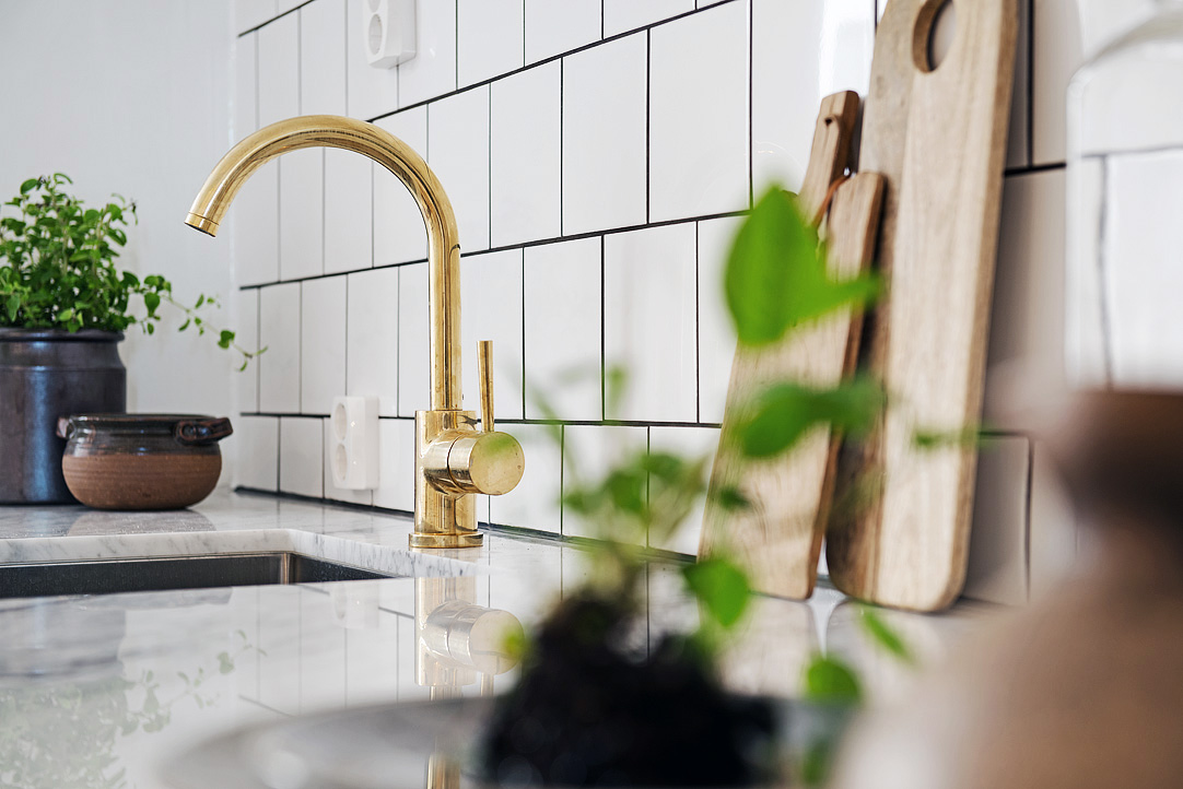 brass faucet kitchen resurfacing countertops accent atticmag modern white and gray with hardware kuchniaremont via