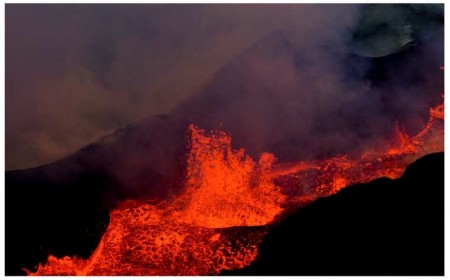 ob_fb7e2b_2014-12-09-holuhraun-eruption-air-nigh.png