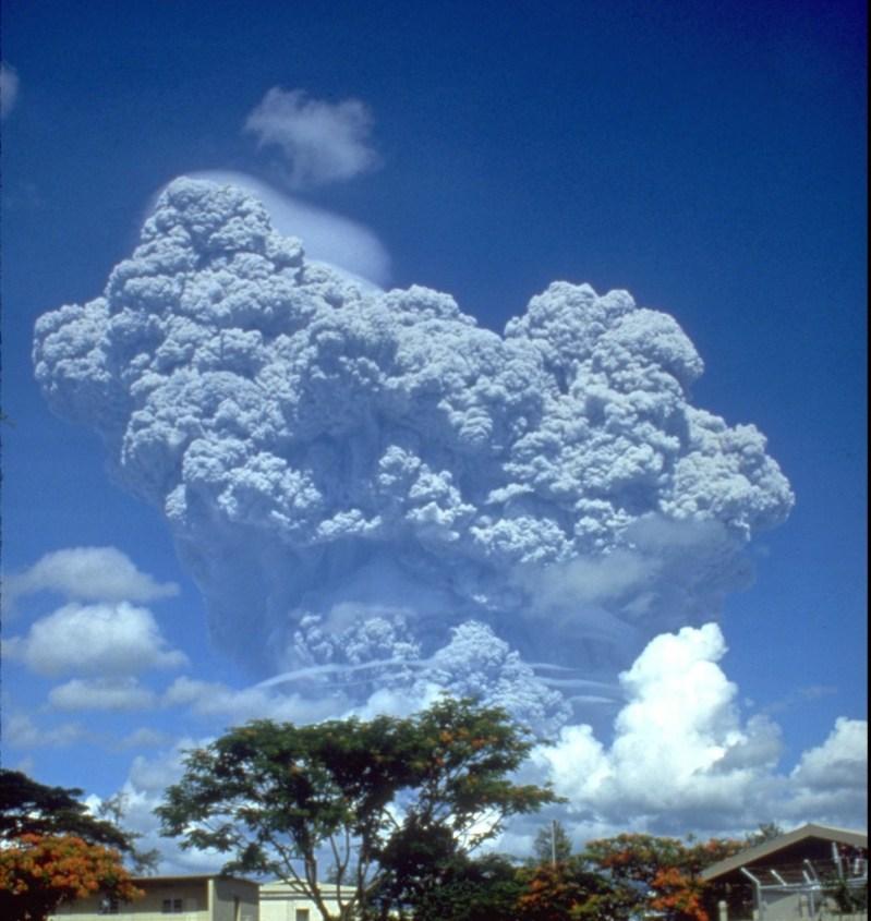 Pinatubo91eruption_clark_air_base