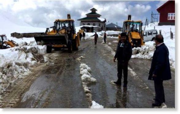 kashmir_snowfall_650x400_81445
