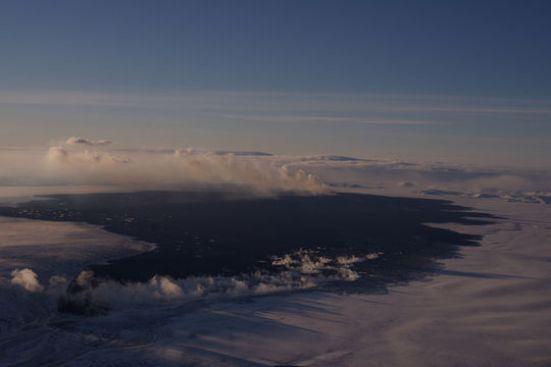 Miklir jarðskjálftar hófust 16. ágúst 2014  í Bárðarbungu. Eldgos hófst  svo  í Holuhrauni hinn 29. ágúst.  Myndin er tekin 31. janúar 2015. Hraunflæmið (um 85 ferkm um þeta leyti).