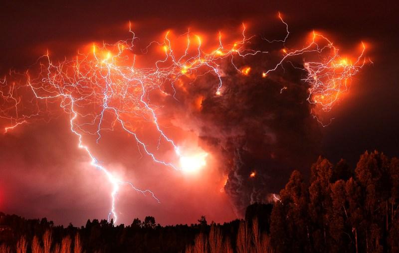 5d8c2-aptopix-chile-volcano