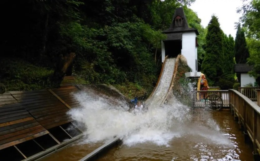 Gullivers Kingdom Matlock Bath - Log Flume