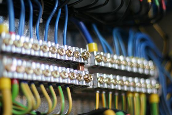 電気工事の仕事をするも半年でクビ!残業代が出ないブラックだった件