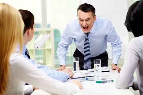 「会社に迷惑かけるな」と説教する上司が居る職場から逃げるべき!