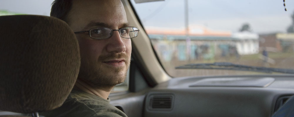 Michel dans une voiture