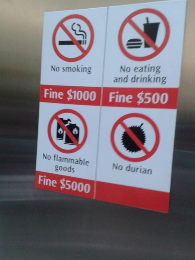 Illustration de Singapour gratuit : drôles d'affiches