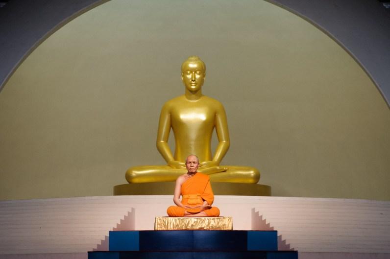 Les fidèles s'étaient donnés rendez-vous pour célébrer ce moine défunt il y a 70 ans (statue de ce dernier)