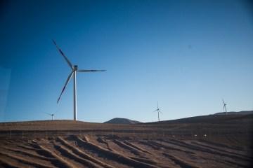 éoliennes dans le désert