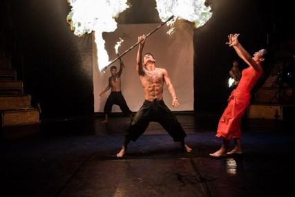jonglerie_pyrotechnique_cirque_phare