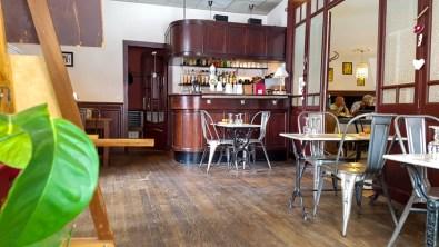Le café de Paris à Brassac © Michel Dvorak / www.au-tournant.org