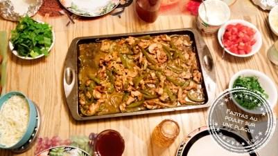 Fajitas au poulet sur une plaque - Auboutdelalangue.com