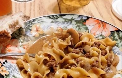 Pâtes dans un seul chaudron style boeuf stroganoff - Auboutdelalangue.com