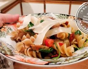 Pâtes aux saucisses, à la roquette et aux tomates séchées - Auboutdelalangue.com