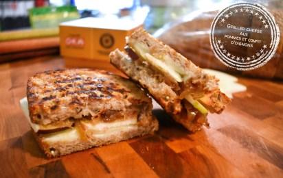 Grilled cheese aux pommes et confit d'oignons - Auboutdelalangue.com