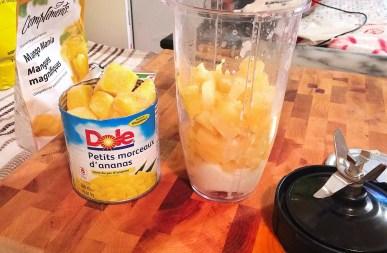 Smoothie glacé à la mangue, ananas et noix de coco - Auboutdelalangue.com (3)