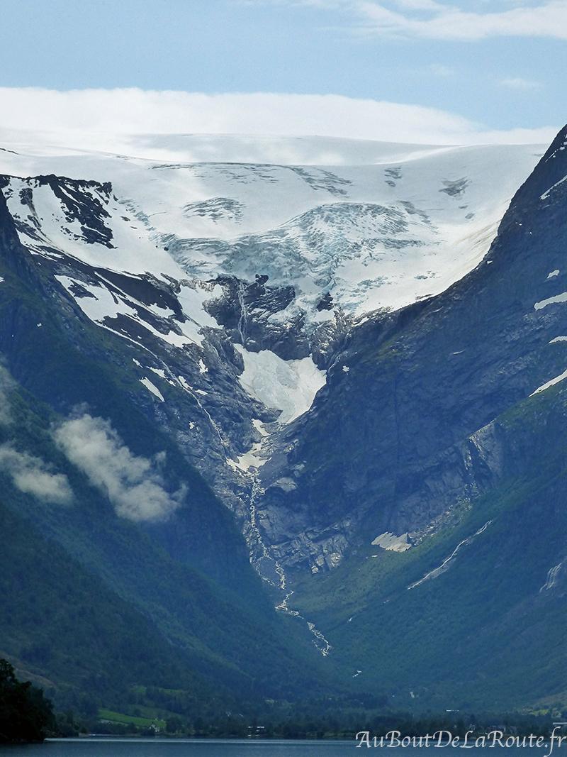 Glacier en fond de vallée