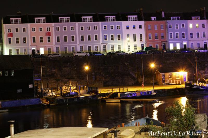 Façades colorees au dessus du port