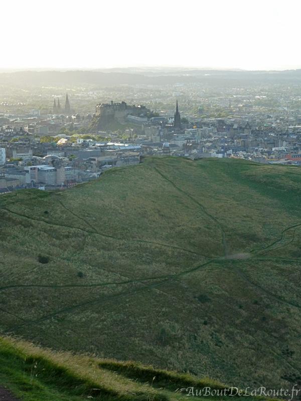 Vue d Arthur s Seat sur la Vieille Ville et le chateau