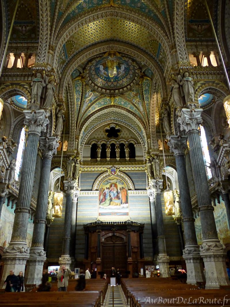 Nef de la basilique vers l entree