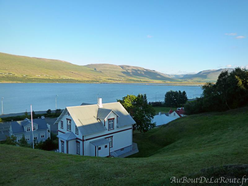 Vue sur Eyjafjörður d Akureyri