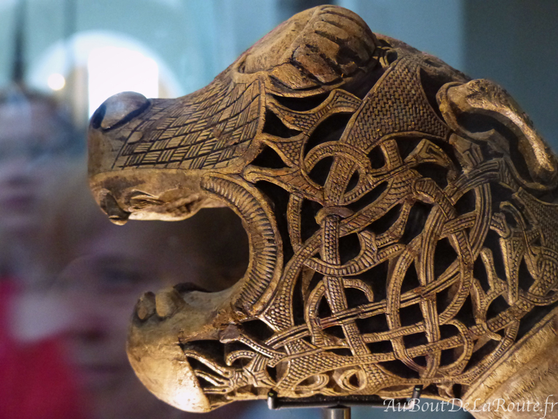 Tete de dragon sculptee
