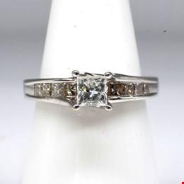 18ct White Gold Princess Cut Diamond Ring, Centre Diamond 0.40ct (H SI) and Ten 0.05ct Diamonds