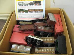 Lot 77 - O Gauge Tinplate Rolling Stock - Sold for £50