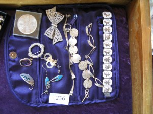 Lot 236 - Collection of jewellry - Sold for £50