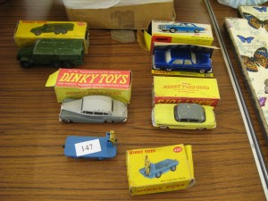 Lot 147 - Dinky Toys: Cars, Electric Vehicle and Military Truck - Sold for £40