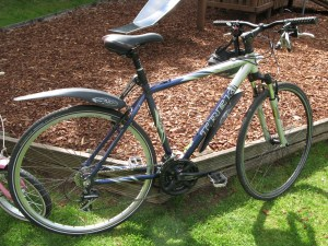 Trek 7200 front suspension hybrid bike. Aluminium frame, Shimano brakes and gears